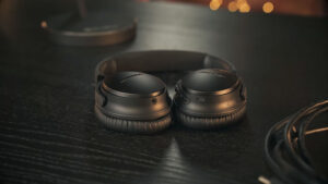 Read more about the article Bose QuietComfort 35 II vs Beats Studio 3. A Fascinating One!